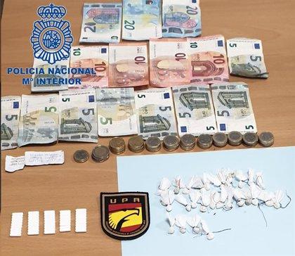 Detenida tras caer inconsciente por consumir droga que vendía en Sanlúcar (Cádiz) para que no la interviniese la Policía