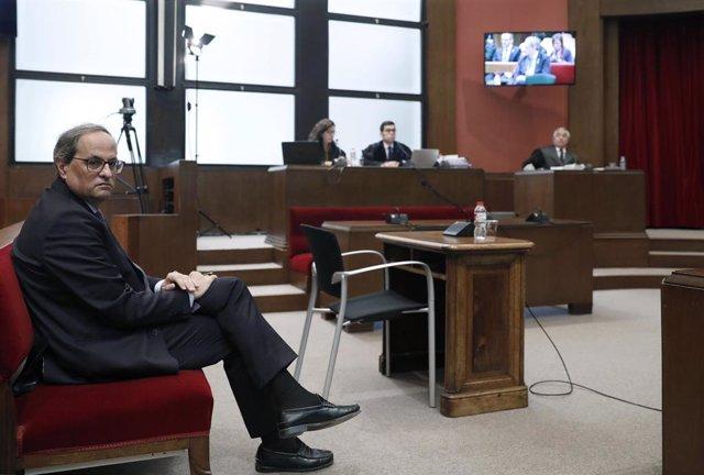 El president de la Generalitat, Quim Torra, al banc dels acusats del Tribunal Superior de Justícia de Catalunya, on ha estat citat per declarar per no retirar símbols independentistes, Barcelona /Catalunya (Espanya)