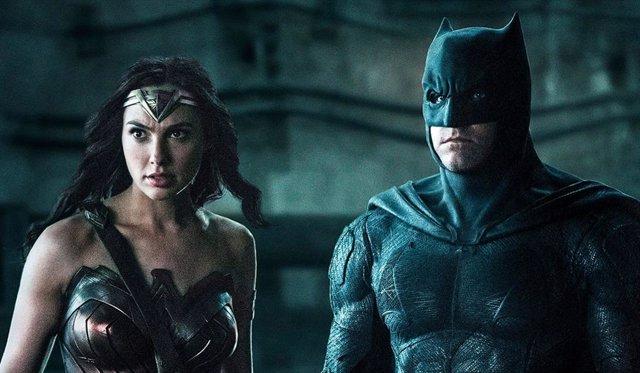 Gal Gadot (Wonder Woman) y Ben Affleck (Batman) en Liga de la Justicia