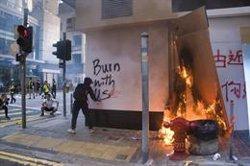 La Policia de Hong Kong deté 40 persones després d'irrompre a la Universitat Politècnica (Scott Mallon)