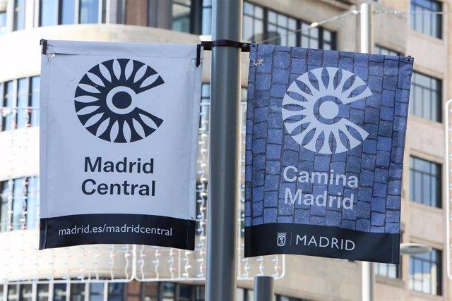 Imagen de recurso de carteles de Madrid Central en las calles de la capital.