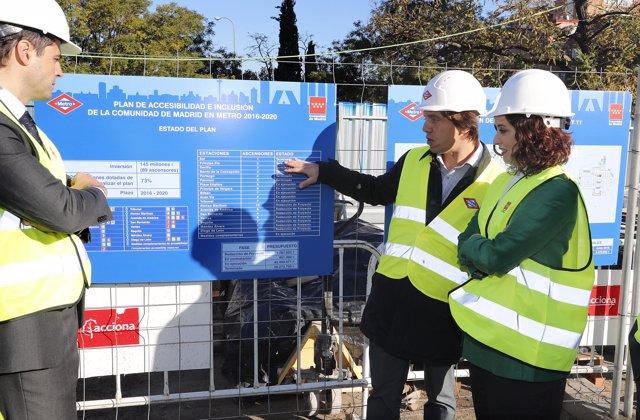 Ayuso visita las obras de mejora en la accesibilidad de la estación de Metro de Plaza Elíptica