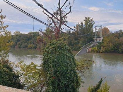 Mueren al menos dos personas tras derrumbarse un puente cerca de Toulouse (Francia)