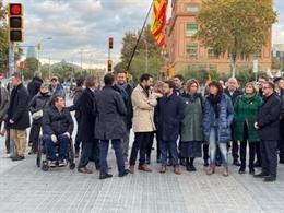 El president de l'ACM, Lluís Soler, al costat del president del Parlament, Roger Torrent, i el vicepresident de la Generalitat, Pere Aragonès, en la concentració pel  judici per desobediència a Quim Torra