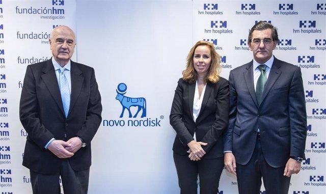 De izquierda a derecha: Alfonso Moreno, presidente de la Fundación de Investigación HM Hospitales;  Olga Espallardo, Market Access & Public Affairs director de Novo Nordisk Pharma;   Juan Abarca Cidón, presidente de HM Hospitales