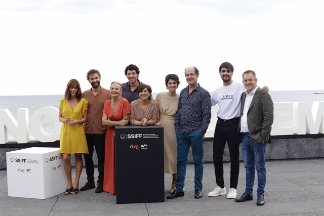 Aitor Gabilondo, que prepara la serie 'Patria', y el escritor peruano Santiago R