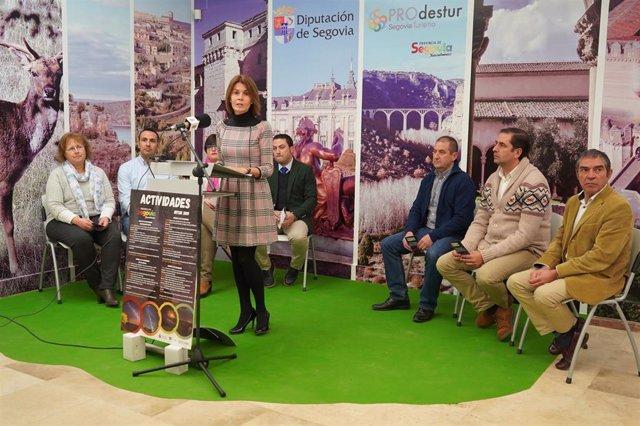 La Diputada De Prodestur, Magdalena Rodríguez, En La Presentación Del Programa Que La Institución Desarrollará En INTUR, Acompañada Por Los Alcaldes De Las Localidades Participantes.