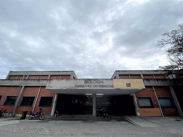 Entrada del edificio de Biología de la facultad de Ciencias de la Universidad Autónoma de Madrid