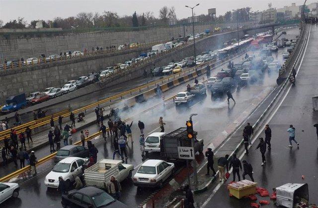 Protestas en Irán contra la subida del combustible