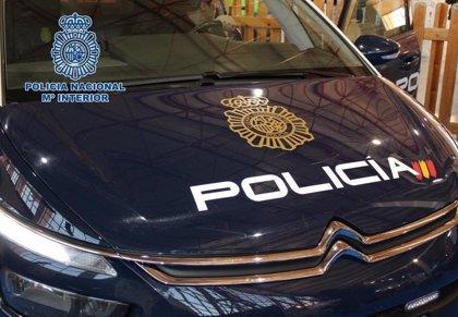 Detenido por robar la caja registradora, un ordenador y unas gafas de sol de un local de la Gran Vía de València
