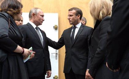 """Ucrania.- Putin y Macron hablan por teléfono, con """"especial atención"""" al conflicto ucraniano"""