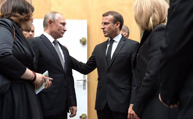 """Ucrania.- Putin y Macron hablan por teléfono, con """"especial atención"""" al conflic"""