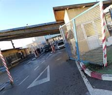 Una furgoneta passa a tota velocitat la frontera de Ceuta amb 52 subsaharians a bord (CEDIDA)