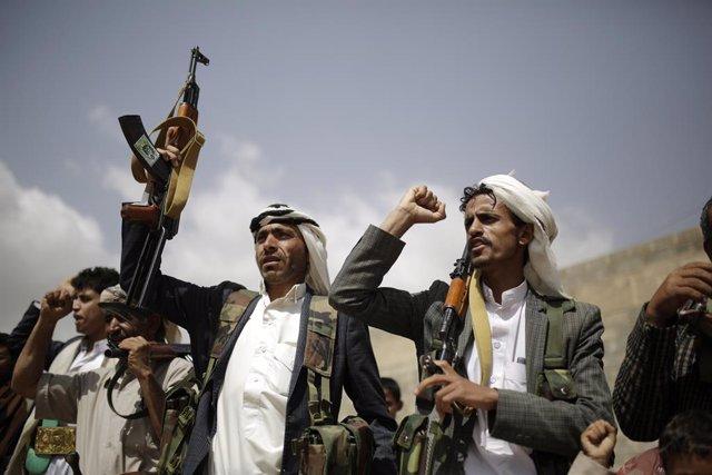 Yemen.- La coalición que encabeza Arabia Saudí acusa a los huthis de secuestrar