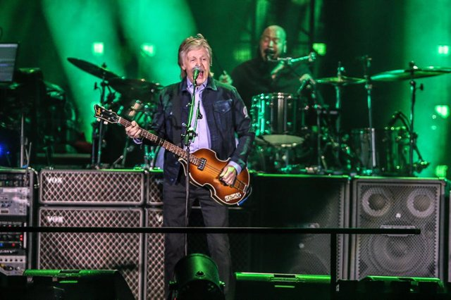 30 March 2019, Brazil, Curitiba: English singer Paul McCartney performs on stage during a concert at the Couto Pereira Stadium. Photo: Geraldo Bubniak/ZUMA Wire/dpa