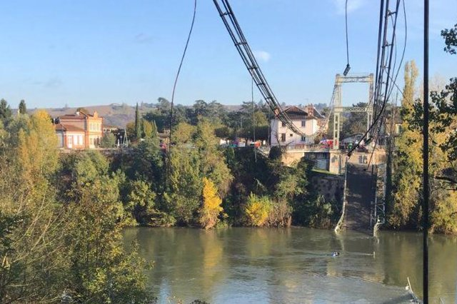 HANDOUT - 18 November 2019, France, Toulouse: A picture released by the French Interior Ministry shows a view of the collapsed Mirepoix-sur-Tarn bridge, near Toulouse. Photo: -/French Minister of the Interior Twitter /dpa