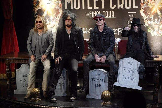 Motley Crue anunciando su gira de despedida
