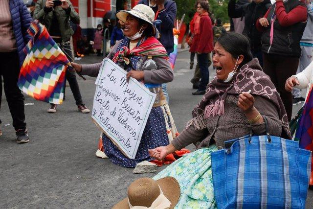 Mujeres indígenas se manifiestan en La Paz en apoyo a Evo Morales