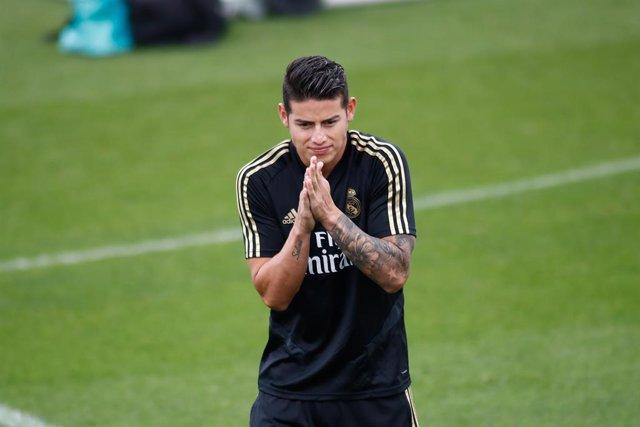 Fútbol.- James Rodríguez sufre un esguince en el ligamento interno de su rodilla