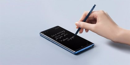 Samsung crea un diseño de móvil con pantalla curvada en todos sus lados
