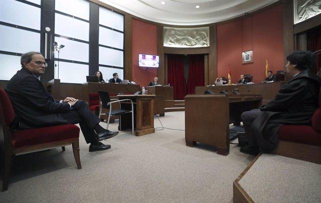 El president de la Generalitat, Quim Torra,  al banc d'acusats del TSJC, on ha estat citat per declarar per no retirar símbols independentistes del balcó del Palau de la Generalitat, a Barcelona/Catalunya (Espanya).