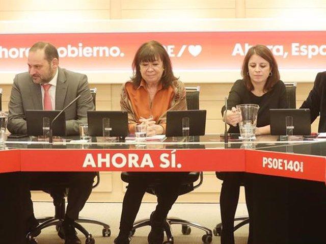 La cabeza de lista del PSC al Congreso, Meritxell Batet; el secretario de Organización del PSOE, José Luis Ábalos; la presidenta del PSOE, Cristina Narbona, y la vicesecretaria general del PSOE, Adriana Lastra, en una reunión en Ferraz