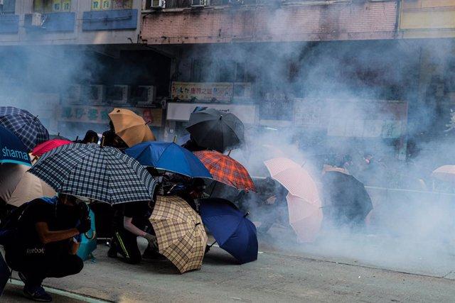 China.-La Policía mantiene el asedio a la Politécnica de Hong Kong en medio de l