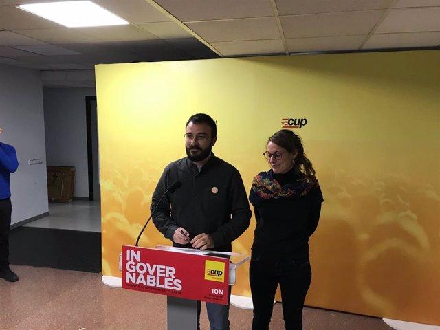 Els diputats electes de la CUP al Congrés, Mireia Vehí i Albert Botran.