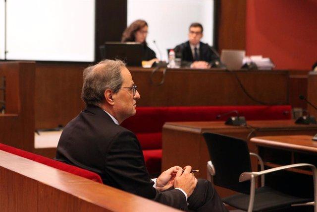 El president de la Generalitat, Quim Torra,  al banc dels acusats del TSJC, on ha estat citat per declarar per no retirar símbols independentistes del balcó del Palau de la Generalitat, a Barcelona/Catalunya (Espanya).
