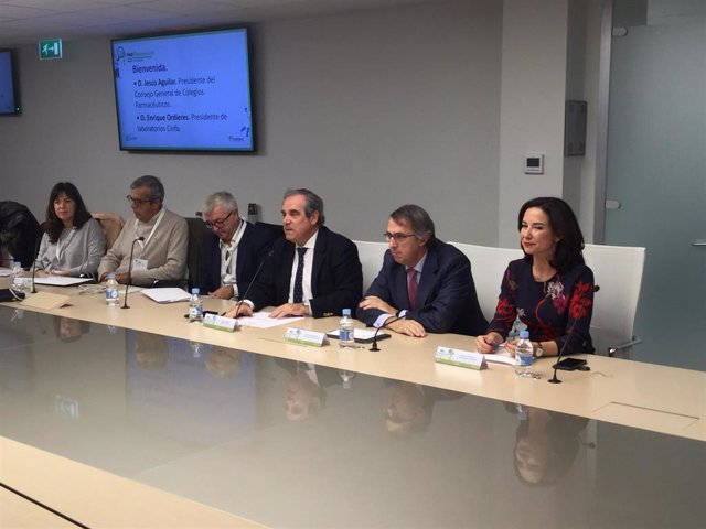 Foto mesa inaugural reunion Jornada Comite Hazfarma