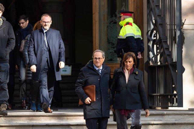 El president de la Generalitat, Quim Torra i la seva dona a la sortida del Tribunal Superior de Justícia de Catalunya, on ha estat citat per a declarar per no retirar símbols independentistes del balcó del Palau de la Generalitat, a Barcelona.