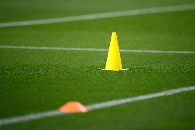 Fútbol.- Aficionados profieren insultos machistas a una árbitra en un partido de