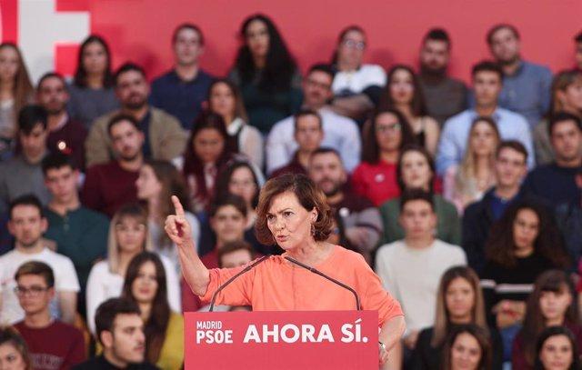 La vicepresidenta del gobierno en funciones, Carmen Calvo interviene en un mitin del partido socialista en Alcalá de Henares (Madrid) a 8 de noviembre de 2019.
