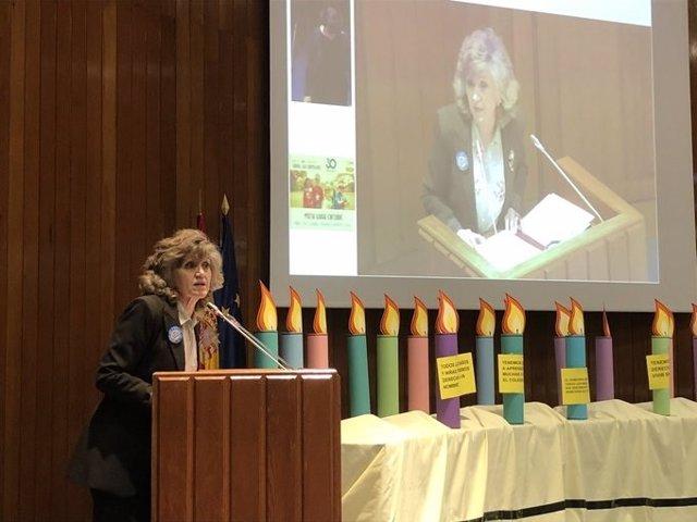 La ministra de Sanidad, Consumo y Bienestar Social, María Luisa Carcedo, en el acto de celebración de la Convención de los Derechos del Niño