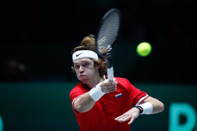 Tenis/Davis.- Rusia domina con solvencia a Croacia en el estreno de las Finales