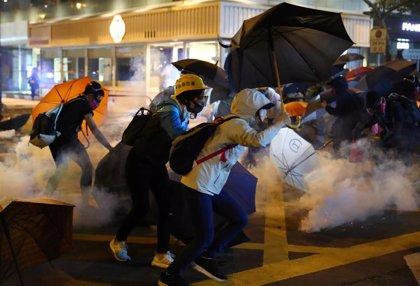 La Policía permite la evacuación de un centenar de manifestantes en el asedio a la Politécnica de Hong Kong