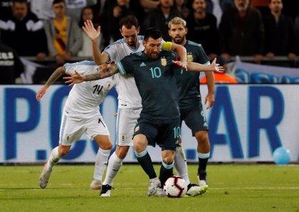 Messi rescata un empate para Argentina en el Clásico ante Uruguay en Tel Aviv