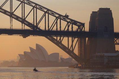Australia.- Sídney amanece con una densa capa de humo por el avance de los incendios forestales en Australia