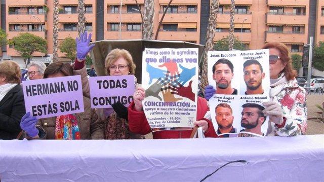 Concentración de apoyo a la víctima que denunció abusos de miembros de 'La Manada'