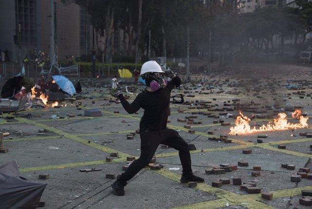 17 de novembre del 2019, Hong Kong (Xina). Enfrontaments de manifestants a Hong Kong
