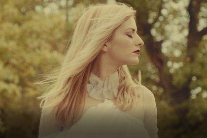 Dear Leo busca el amor que ya no está en su bucólico e inquietante nuevo videoclip: 'Goosebumps'