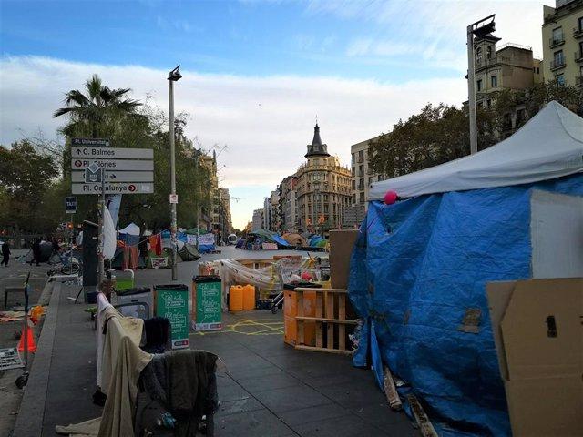 Acampada a la plaça Universitat