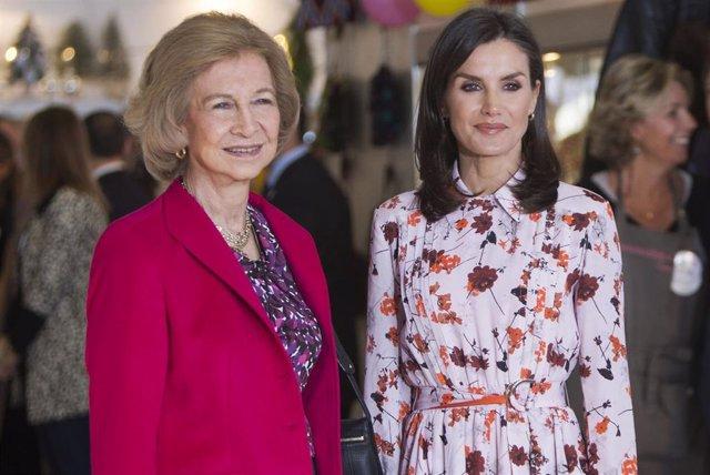 La Reina Sofía y la Reina Letizia, en el Rastrillo solidario Nuevo Futuro