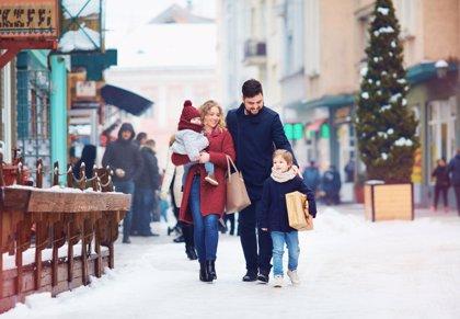 Los españoles gastarán 64 euros en viajes durante esta Navidad, un 1,5% menos