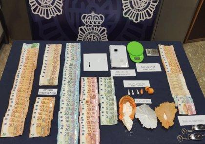 Desmantelan dos puntos de venta de cocaína en Málaga y detienen a tres personas