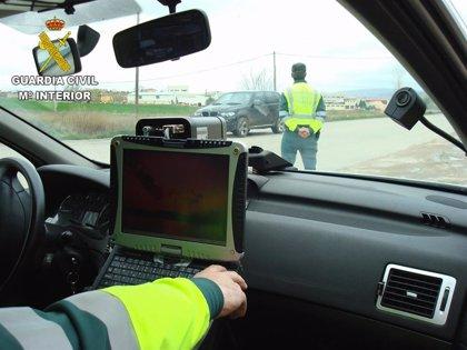 Investigan al conductor de una moto por ir a 194 kilómetros por hora en una carretera de Azuqueca