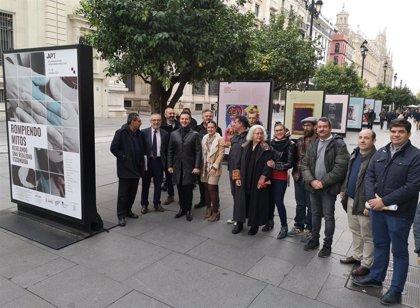"""Una muestra en Constitución en Sevilla y un encuentro de ciudades para """"derribar perjuicios"""" y atajar el sida"""