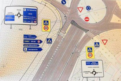 Dos semáforos con pulsador regularán el paso de peatones en la rotonda de Los Lirios, que reformará parte de sus accesos