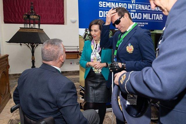 La ministra de Defensa en funciones, Margarita Robles, tras la inauguración del VI Seminario Internacional sobre Discapacidad Militar