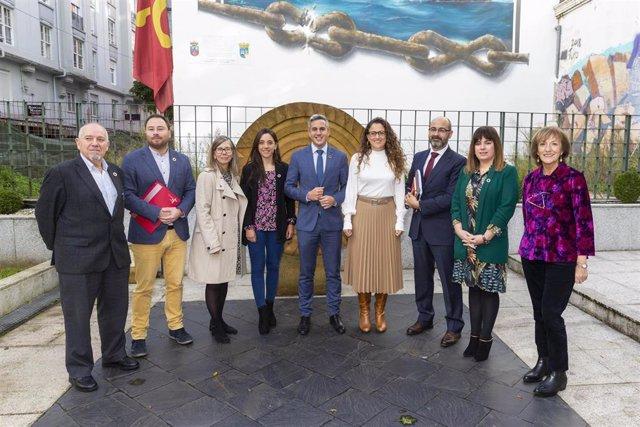El consejero de Universidades, Igualdad, Cultura y Deporte, Pablo Zuloaga, con su equipo tras presentar los Presupuestos de su departamento para 2020